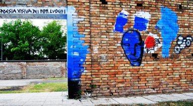 A destra, l'opera di Mirko Dadich ispirata alla poesia di Anna Pinto